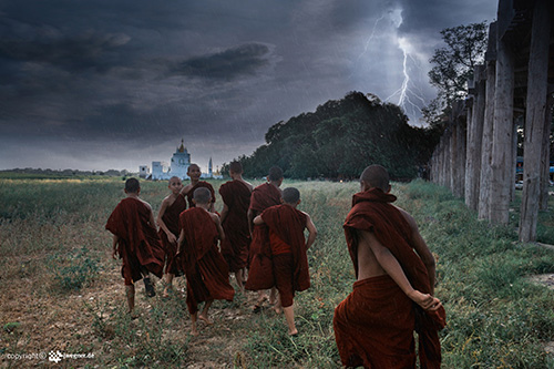 Monks in the storm | © J. Wegner